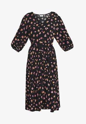 GITLA OZ DRESS - Vardagsklänning - black/pink