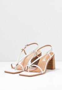 L'INTERVALLE - PASION - Sandály s odděleným palcem - blanco star - 4