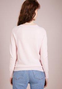 pure cashmere - CLASSIC CREW NECK  - Strikkegenser - pink - 2