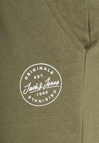 Jack & Jones - JJI SHARK - Szorty - dusty olive - 2