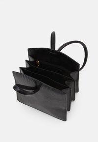 Little Liffner - LOOP BAG - Håndveske - black - 2