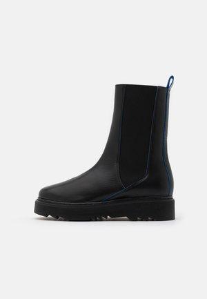 CITY OF DREAMS - Platform boots - black