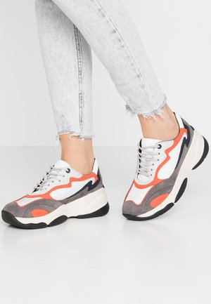 KIRYA - Sneakers laag - dark grey/white