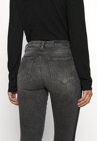 KARL LAGERFELD - SKINNY DENIM - Jeans Skinny - grey - 5