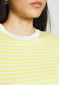 Selected Femme - PERFECT BOX CUT - Print T-shirt - yellow - 4