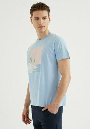 T-shirt print - powder blue