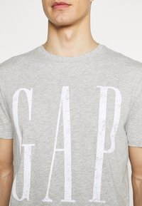 GAP - LOGO DISTRESS - Print T-shirt - heather grey - 4