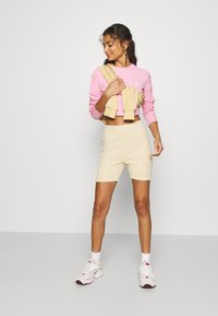 adidas Originals - CROP - Long sleeved top - lightpink - 1