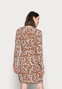 PIECES Tall - PCFRIDINEN DRESS - Shirt dress - mocha bisque - 2