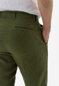 BRAX - STYLE EVANS - Trousers - green - 4