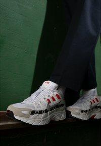 Nike Sportswear - P-6000 - Sneakers - white/particle grey/university red/neutral grey/black - 3