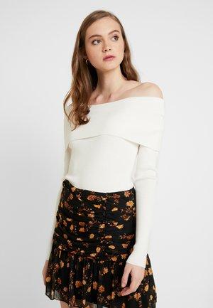 HANNA WEIG SLASH COLLAR - Sweter - off white