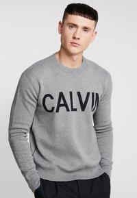 Calvin Klein Jeans - SWEATER - Svetr - grey heather/black - 0