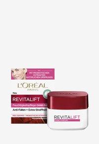 REVITALIFT CLASSIC FRAGRANCE FREE - Face cream - -