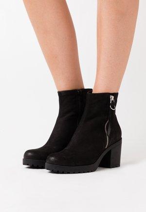 GRACE - Kotníkové boty - black