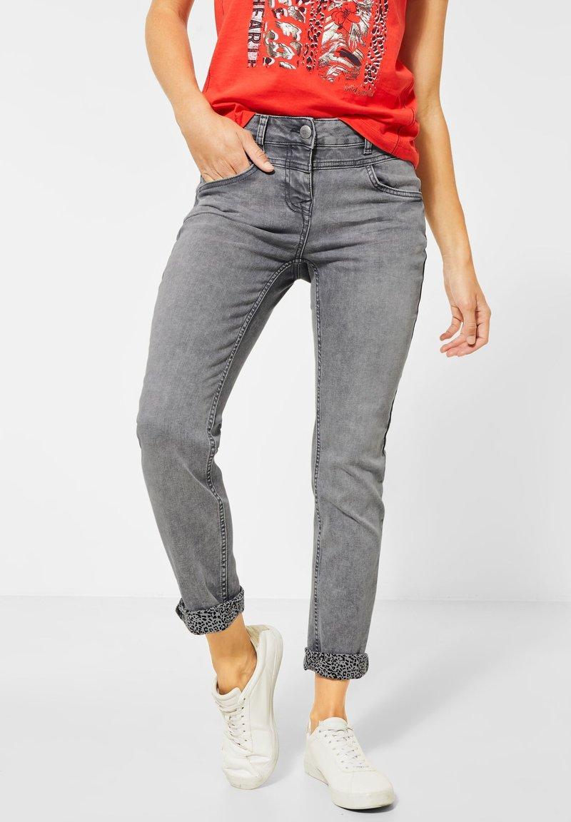 Cecil - KREMPEL-DETAIL - Slim fit jeans - grau