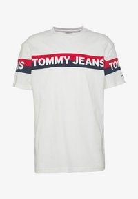 Tommy Jeans - DOUBLE STRIPE LOGO TEE - T-shirt z nadrukiem - white - 4