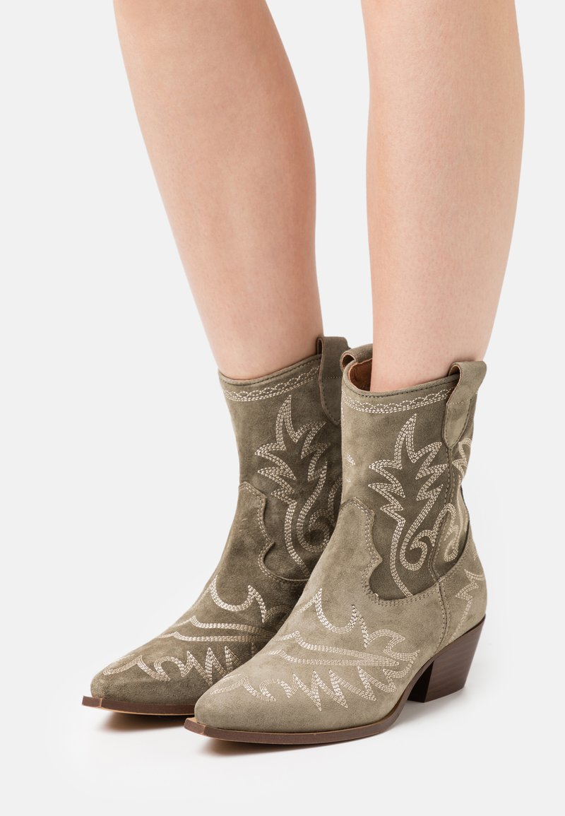 Alpe - TEJANA - Cowboy/biker ankle boot - army
