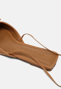Who What Wear - EVELYN - Pantofle - camel - 5