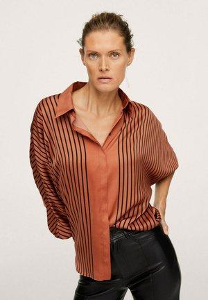 OVERSIZE À RAYURES - Button-down blouse - marron