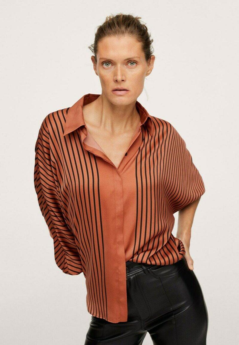 Mango - OVERSIZE À RAYURES - Button-down blouse - marron
