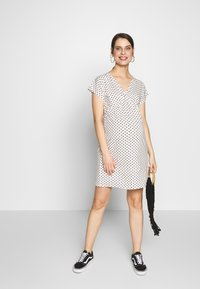 Envie de Fraise - EVI MATERNITY DRESS - Sukienka z dżerseju - off white/black - 1