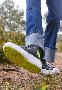 Converse - CHUCK TAYLOR MOVE PLATFORM - High-top trainers - black/lemon/white - 4