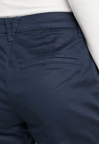 Vila - VICHINO RWRE 7/8 NEW PANT-NOOS - Chinos - total eclipse - 3
