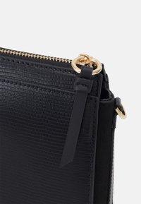 PARFOIS - CROSSBODY BAG VERVE - Across body bag - black - 3