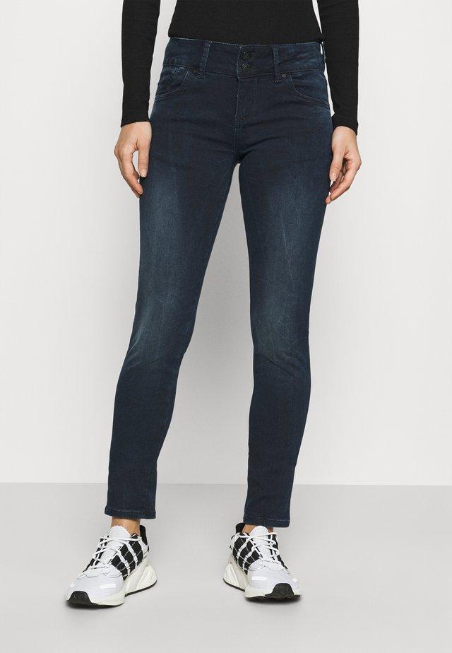 Jeans slim fit - sueta wash