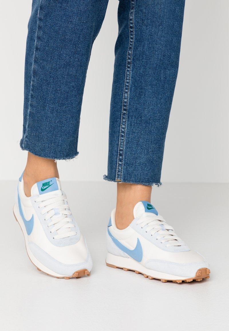 Nike Sportswear - DAYBREAK - Sneaker low - half blue/light blue/pale ivory/phantom/med brown/mystic green