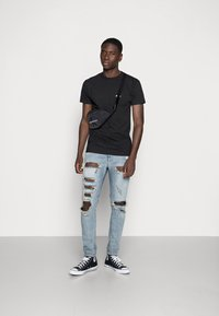 Obey Clothing - BUILT TO LAST - Printtipaita - black - 1