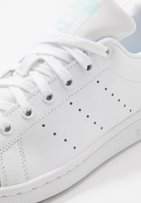 adidas Originals - STAN SMITH - Sneaker low - footwear white/frost mint - 5