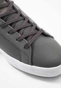 Lacoste - LEROND  - Sneaker low - dark grey/white - 2