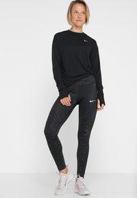 Nike Performance - CREW - Funkční triko - black/reflective silver - 1