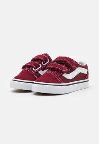 Vans - OLD SKOOL UNISEX - Sneakers laag - pomegranate/true white - 1