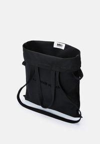 MM6 Maison Margiela - BERLIN BAG CLASSIC - Shoppingveske - black - 7