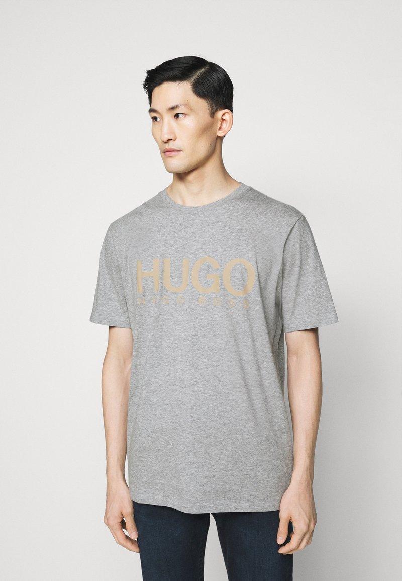 HUGO - DOLIVE - Print T-shirt - silver