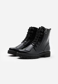 Marco Tozzi - BOOTS - Kotníkové boty na platformě - black - 1