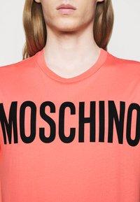 MOSCHINO - Print T-shirt - pink - 4