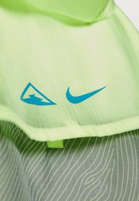 Nike Performance - TRAIL - Windbreaker - particle grey/barely volt/laser blue - 5