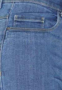 ONLY - ONLRAIN LIFE MID LONG - Jeansshort - medium blue denim - 5