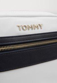 Tommy Hilfiger - CROSSOVER - Torba na ramię - white - 3