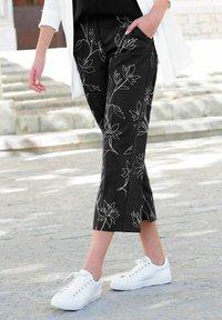 Alba Moda - Trousers - schwarz,off-white - 4