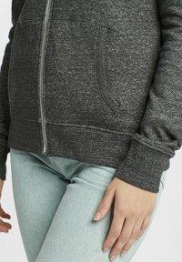 Oxmo - CELIA - Zip-up sweatshirt - black - 4