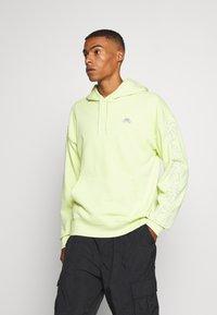 Nike SB - PARADISE  - Hoodie - limelight - 0