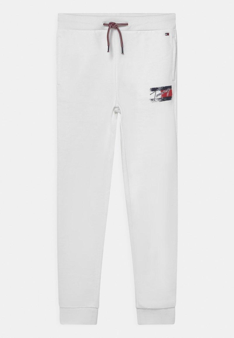 Tommy Hilfiger - FLAG PRINT  - Tracksuit bottoms - white