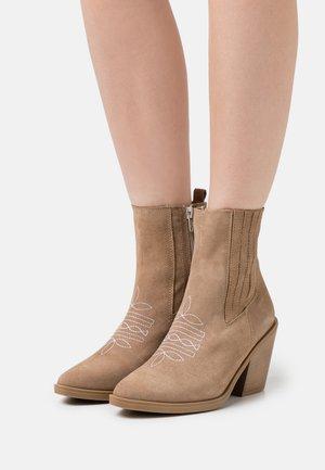 BRUKS SUN - Cowboy/biker ankle boot - chesnut