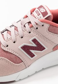 New Balance - YS009OS1 - Trainers - pink - 5