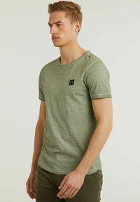 CHASIN' - Basic T-shirt - green - 2